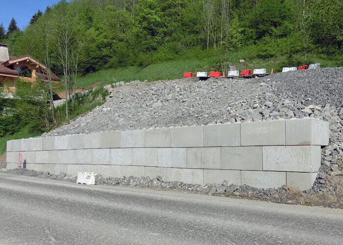 Exemple de Mur de soutènement en blocs béton empilables
