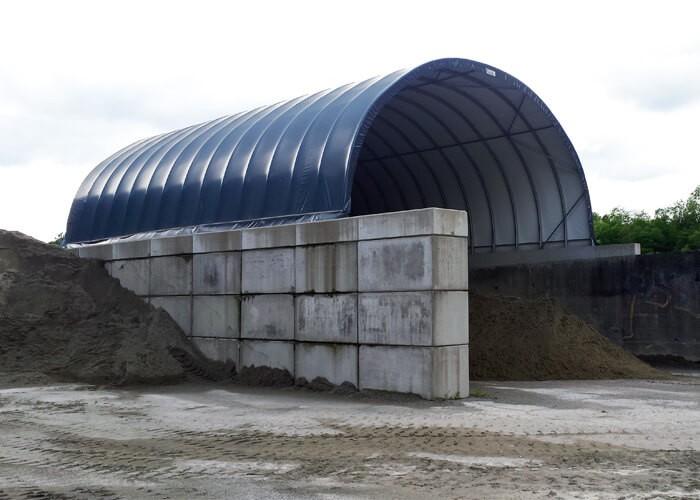 Box couvert avec des blocs de béton