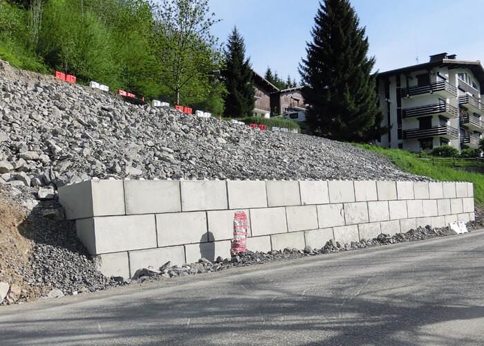 Mur de soutènement en blocs béton empilables